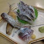 ゑじま - 太刀魚とアジの刺し身(アジの骨せんべいが付いていた)
