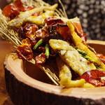 蓮香 - 稚鮎と金針菜の山盛り唐辛子炒め