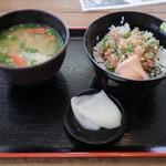 地魚工房 - なめろう丼(530円)とみそ汁(110円)