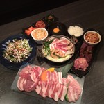 手作りホルモン焼 ぶたさま - 大満足の鍋コース