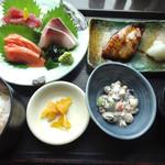 北海道 - 刺身とブリ照り焼き御膳です