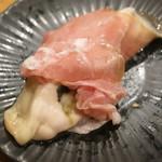 SAKE BAR オトナリ - 北海道昆布森の生牡蠣の生ハム巻き