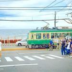 57294066 - 店から徒歩10分ほど、鎌倉高校前の有名な踏切