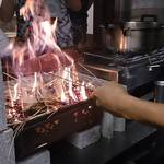 大衆酒場 竹田商店 - 料理写真:鰹たたき わらであぶる