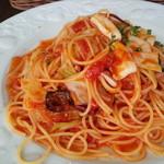 デルフィーノ - 地イカとキャベツのトマトソース