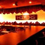 ステーキ・ウェスタンバー・フーターズ - ナイトタイムは、暗めのライティングでムード満点の夜を!!!!