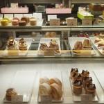 アブルーム  - ケーキショーケース