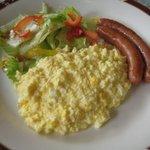 ガスト - 料理写真:スクランブルエッグ&ソーセージセット \499