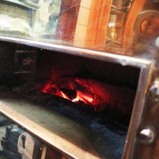 """炭火の""""炉""""で焼く絶品のフィレ肉"""