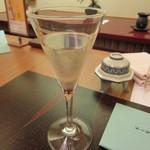 皆美館 - 夕食 食前酒のデラウェアワイン