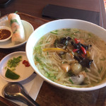 57314189 - 本日のフォーと生春巻きランチ                       野菜と若鶏のあんかけフォー