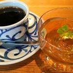 57315516 - デザートの梅ゼリーとコーヒー