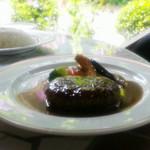 洋食屋ザンガラ - ハンバーグステーキ特製コショウソース