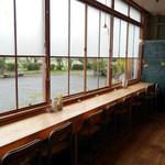 くもべ - 窓際の席