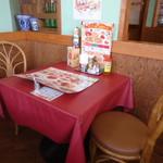 グラッチェガーデンズ  - 洒落たテーブル席