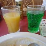 グラッチェガーデンズ  - ミックスジュースとメロンソーダ