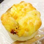 デリマシェリ - チーズとカレーのパン