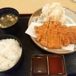 かつ繁 - わらじかつ定食(ロース)1000円(税込み)