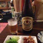 酒房野菊 - 瓶ビールはサッポロでお願いしたら、赤星で登場〜っ。