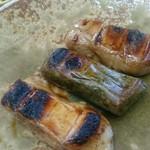お茶の洞之園 - 料理写真:信楽焼に盛られたこんがりお餅、たまらんなぁ!