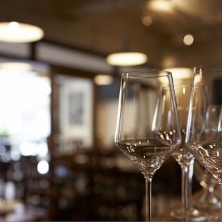 ワインにこだわる。ソムリエ厳選の150種
