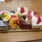 プティ・ポンム - 8種のケーキ