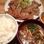 57330105 - 肉大盛り定食¥980
