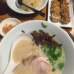 博多一風堂 - 白丸元味、カタ麺。 ひとくち餃子&チャーハン!