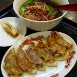 57333203 - ランチ680円:焼き餃子+台湾ラーメン。