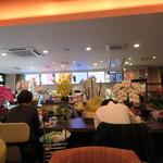 サンズカフェ - 開店祝いみたいな胡蝶蘭