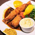 クアトロ - 海老フライが美味いね!コロッケがお店のオススメみたい。 ヾ(≧∇≦*)/