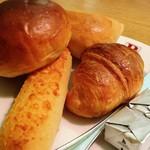 バケット - 毎月12日はパン食べ放題