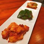 炭火焼肉 ホルモン横丁 - キムチ盛り合わせ(2016年10月2日)