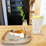 シーフィールド - ジンジャーレモンソーダ、ベイクドチーズケーキ