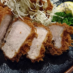 とんかつ稲 - 「赤煉瓦(ロース厚々揚げ)」1,728円 + 定食セット 324円
