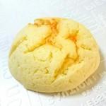 57341847 - 米粉メロンパン  150円