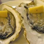 三陸ワイン食堂 LE ALE - 生牡蠣  一個 380円