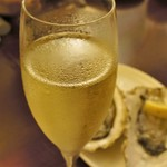 57342069 - 牡蠣に白ワイン