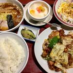 57343002 - ラーメンと白ご飯は炭水化物祭なんですが(^^;)