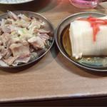 もつ焼き じんちゃん - 軟骨スライス、大根酢。