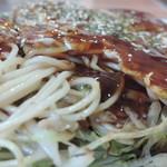 鉄板焼お好み焼 花子 - 肉玉そば アップ