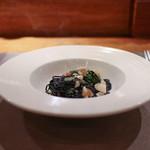カロローゾ - イカスミを練り込んだタリオリーニ 色々魚介のラグーソース☆