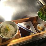 神戸六甲道・ぎゅんた - 鉄板焼きのセットのごはんと巻き野菜
