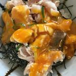 麺匠 桂邸 - 鶏ユッケご飯☆ 玉子割って醤油を