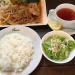アマーレ - 料理写真:Eランチ@1080円(ライス、サラダ、ドリンク付)チキンのガーリックソテー?ソース?どっちだっけ…