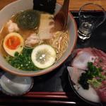 57354680 - 海老と鯛出汁の塩ラーメンとミニ海鮮丼