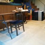 57356507 - 椅子やテーブルも個性的でいろんな形のものが並んでます。