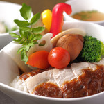 Cafe & Bar えんじ - 久住黒豚と季節野菜の えんじカレー