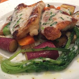 グテ - 料理写真:アイナメのポワレ  肉厚でふっくらしています。野菜も素材を活かしてワインが欲しくなる