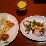 57367875 - サラダ前菜ビッフェ(私)オレンジジュース